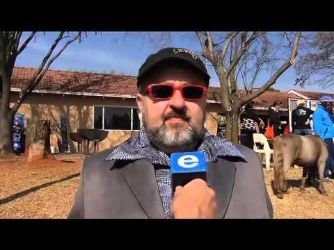 Casper de Vries klets oor die nuus / Casper de Vries talks about the news