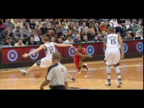 Kyle Lowry pass through Luke Ridnour's legs
