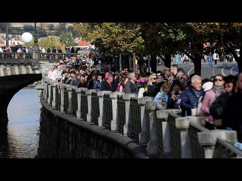 Zehntausende verabschieden sich in Prag von Karel Got ...