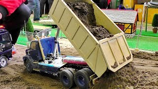 RC construction site with faszinating model machines in motion. The models is in scale 1/16.Event: Treffpunkt Modellbau Paaren im Glien 2017More videos from this event you can see my playlist:https://www.youtube.com/playlist?list=PLeQrXy3lR8j87YrjD_JWUPCgC8b-oIx4GCopyright: RC SPOTTER