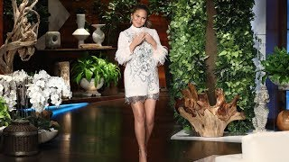 Video Chrissy Teigen is Unsure on How to Pose in Photos with Kanye West MP3, 3GP, MP4, WEBM, AVI, FLV Oktober 2018