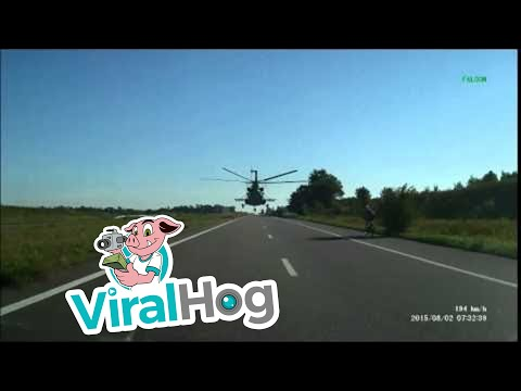sembra fantascienza ma è pura realtà: un elicottero in strada