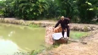 Khi anh Tây đi cầu tõm Việt Nam =)), clip giai tri, giai tri tong hop