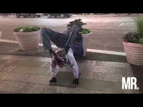 niezwykle-elastyczny-uliczny-artysta