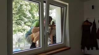 Jak otworzyć z zewnątrz uchylone okno?