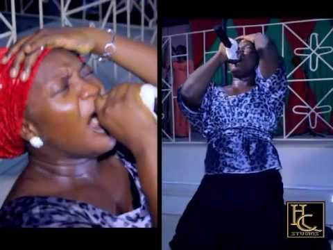 Bunmi Akinnaanu Adeoye (Omije Ojumi) draw tears from people's eyes at a concert