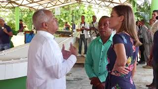 S.M. la Reina visitó la cooperativa de bananos orgánicos Cooprobata