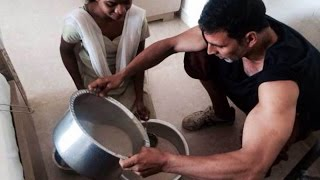 Video Here's How Akshay Kumar Celebrated Holi With Family download in MP3, 3GP, MP4, WEBM, AVI, FLV January 2017