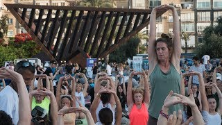 Record-breaking yoga 'om-age' to 25 years of Israel-India relations
