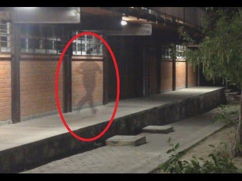 incredibile fenomeno paranormale, un fantasma corre per strada!