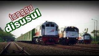 KA Angkutan Motor tunggu disusul KA Argo Lawu dan KA Bogowonto di Stasiun Patukan
