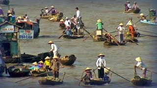 The Mekong is one of the great rivers of the world. Born at 5000 meters altitude in the Tibetan Plateau and after crossing China, ...