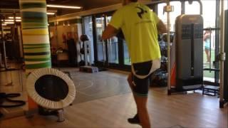 Lanzamientos frontales con apoyo sobre bosu a una pierna