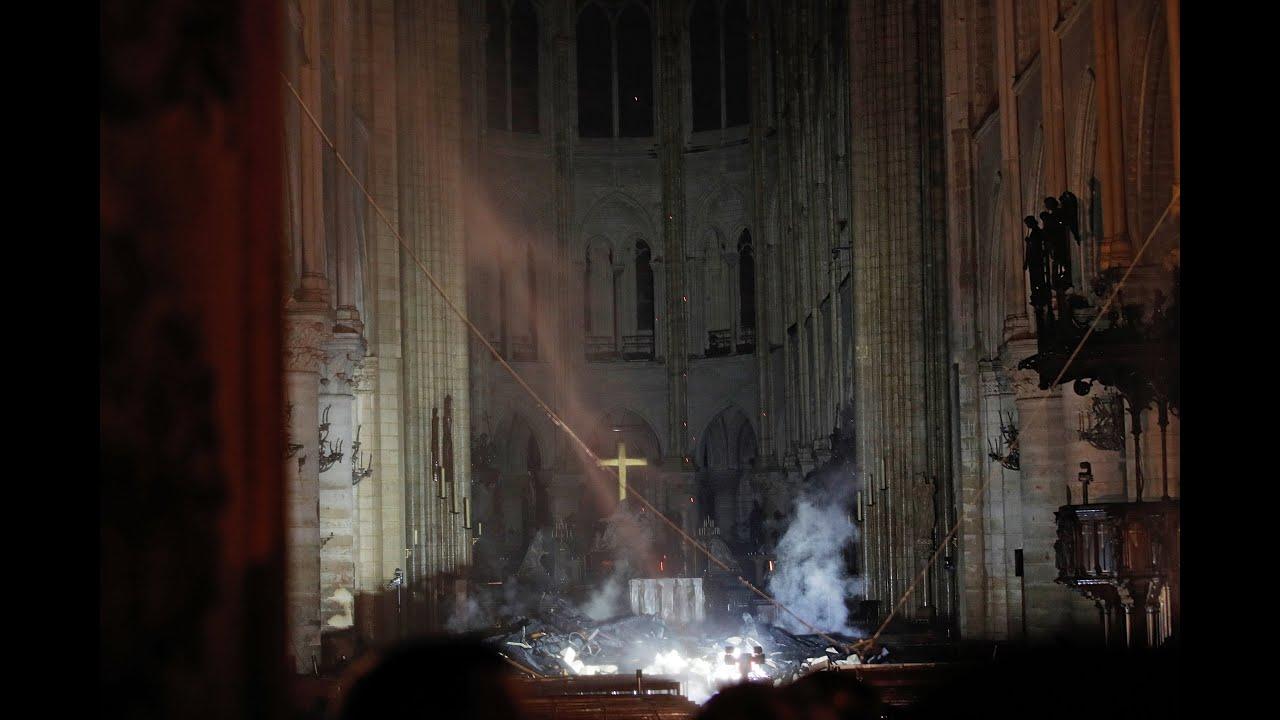 Παναγία των Παρισίων: Εικόνες καταστροφής από το εσωτερικό του ναού…