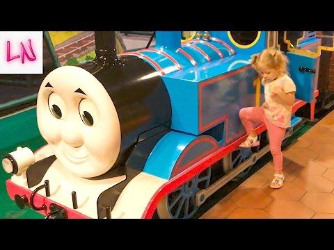 ТОМАС город Развлечений Для детей и малышей как в Мультике Паровозик Томас и Его Друзья ВЛОГ Thomas (видео)