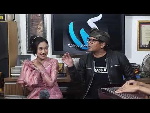 IN MEMORIAM kang UCI RT saat NgaDu BakO bersama Neng Dila.