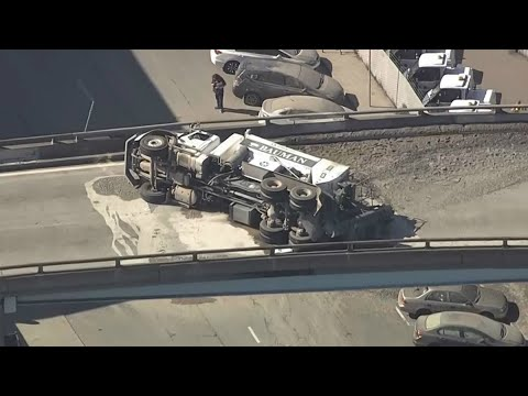 Raw: Overturned Cement Truck Crashes On U.s. Highway 101 In San Francisco