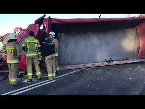 Wideo1: Ciężarówka w poprzek drogi w Śmiłowie