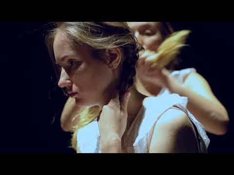Jedinečné představení Amerikánka: Tereza Voříšková a Eliška Křenková na Jatkách78