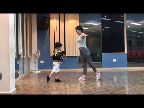 Đầu năm, Kubi khoe clip tập nhảy hăng say cùng bố mẹ | Khánh Thi - Phan Hiển - Thời lượng: 9:46.