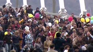 Жители Владивостока вышли на демонстрации и сколотили скворечники