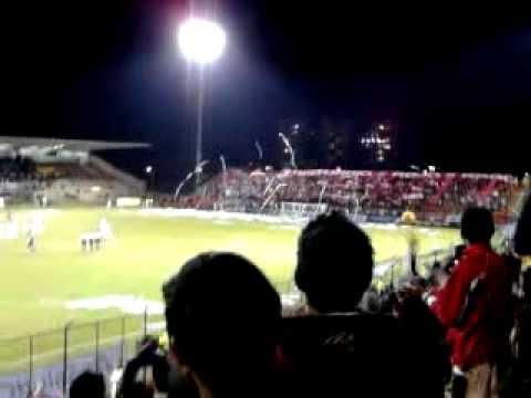 Salida de equipos en el estadio Metropolitano de Techo
