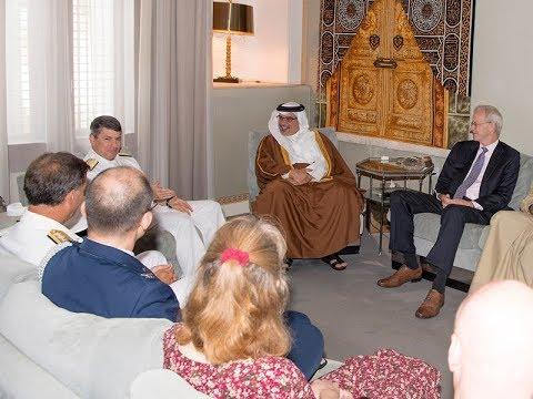 سمو ولي العهد يلتقي قائد الأسطول الخامس السابق والجديد