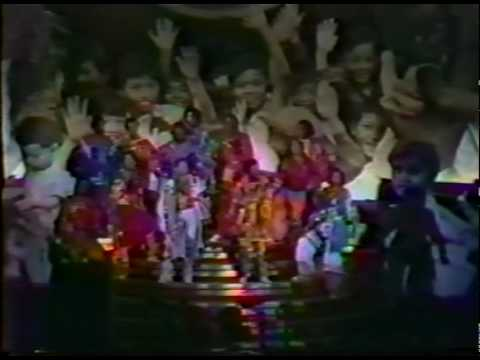 OLIVIA NEWTON JOHN - BEE GEES - ANDY GIBB - intro & end from UNICEF CONCERT 1979