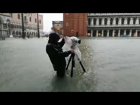 Venedig: Fast 2 Meter Hochwasser am Markusplatz