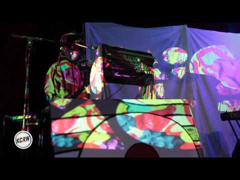 VIDEO: ANIMAL COLLECTIVE - Golden Gal (Live on KCRW)