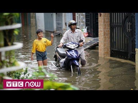 Cuộc sống người dân TPHCM đảo lộn vì ngập lụt - Thời lượng: 2 phút, 11 giây.