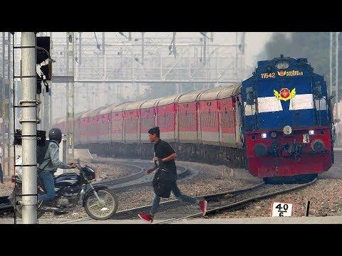 Dangerous Railway Crossing   Gurgaon   Indian Railways