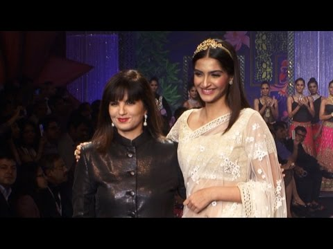 Sonam Kapoor On Ramp On Final Day At India International Jewellery Week (IIJW) 2014