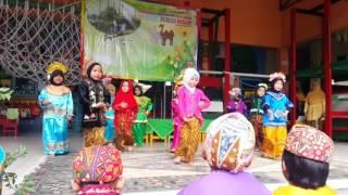 Ekskul tari tk b TKIT ABATA - hari Kartini 2016