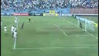 O torcedor do são carlos gritava eliminado para o Santos, depois de o time deles empatarem em cobrança de penalty aos 43 min.