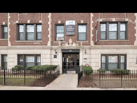 A large Lakeview 1-bedroom near a CTA Brown Line stop