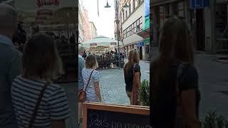 Policjanci na koniach pacyfikują Sebixa – Katowice