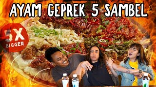 Download Video AYAM GEPREK MOZZARELLA + 5 SAMBAL PEDAS + BLACK = KENIKMATAN HAQIQI MP3 3GP MP4