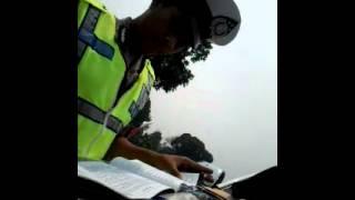 Video Polisi sampah masyarakat MP3, 3GP, MP4, WEBM, AVI, FLV Desember 2018