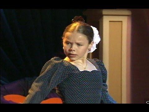 Flamenca - 1996: 24 de Abril. La bailaora Rocío Molina, con tan solo once años, baila la caña en el programa presentado por Lolita Flores. [