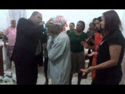 Mulher Cai Endemoninhada e é Liberta - AD em Novo Oriente de Minas-MG