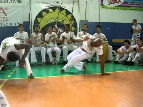 Capoeira Sou Eu Batizado X Milan 2010 - Jogo M. Paulinho (Ginga Carioca) & M. Joao Paulo (Naçao)
