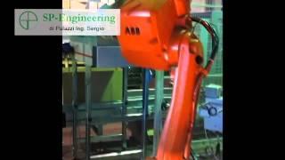 Isola robotizzata per verifica ed assemblaggio guarnizioni su tubature di differente diametro.
