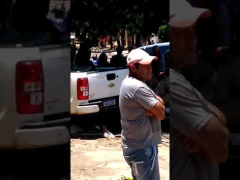 Motorista perde controle de S10 em Aquidauana, bate em carro e casa