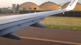 Orio al Serio Italy  city images : decollo aereo Ryanair visto dal finestrino passeggero Italia Orio al Serio Bergamo