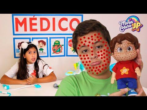 Maria Clara finge ser médica e salva o Boneco JP ♥ Pretend Play With Doctor
