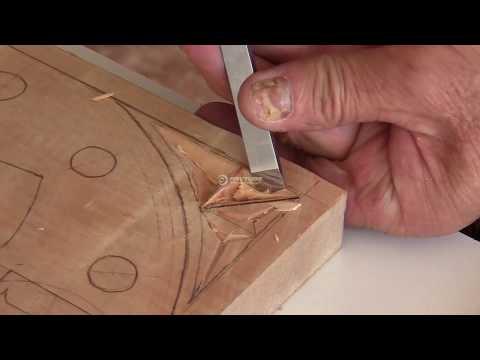 Tallado en Madera - Iniciamos el curso fácil de talla.Chip carving con tan sólo dos gubias para tallar una esquina decorativa con motivos geométricos. Un video de alta definició...