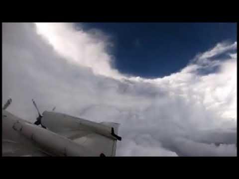 Уникальное видео из центра урагана Флоренс. Видео сделано из самолета внутри шторма Флоренс