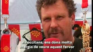 reportage de BarcelonaTV qui interroge Denis CANTOURNET de MACAREL ... du drapeau occitan , au tshirt occitan ... macarel est devenu le représentant ...