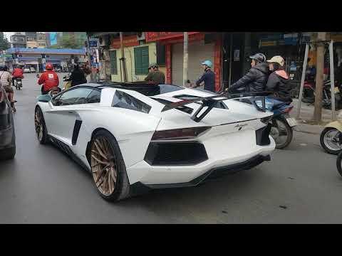 Chạy theo Lamborghini Aventador độ khủng và cú nẹt pô trời dáng của anh chủ - Thời lượng: 2 phút, 45 giây.